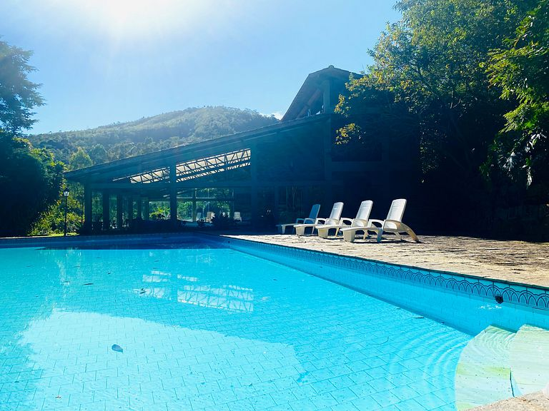 REFÚGIO NA MONTANHA COM SPA HOLÍSTICO - all inclusive. (Suit